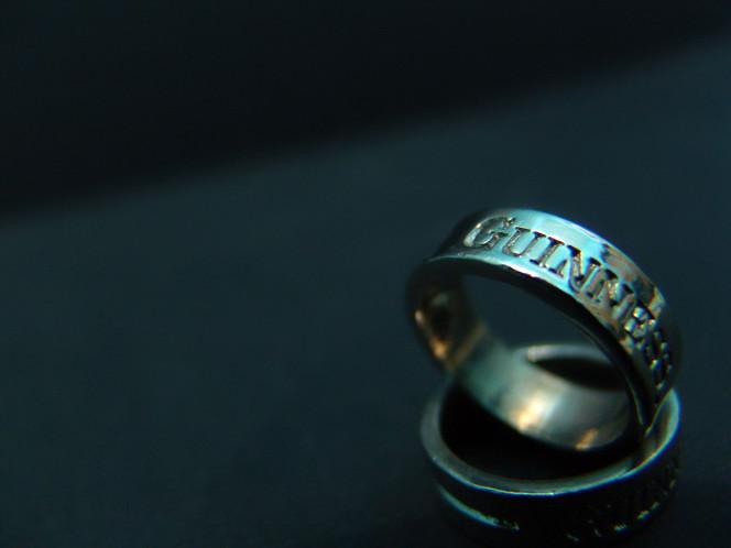stockvault-rings106107